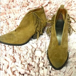 Coconuts by Matisse size 6 1/2 (med tan color)